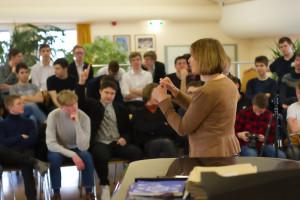 Mit den Domspatzen diskutierte Margit Wild über die bayerische Bildungspolitik