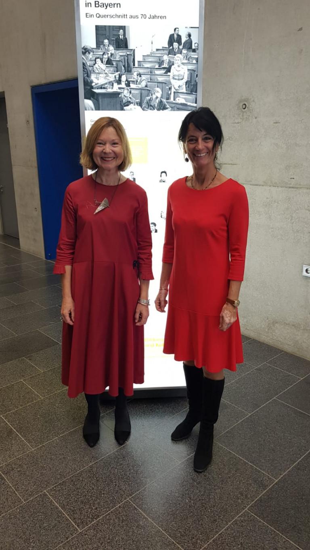 Die beiden Abgeordneten Kerstin Radler und Margit Wild repräsentieren den größten Regensburger Sportverein, die RT