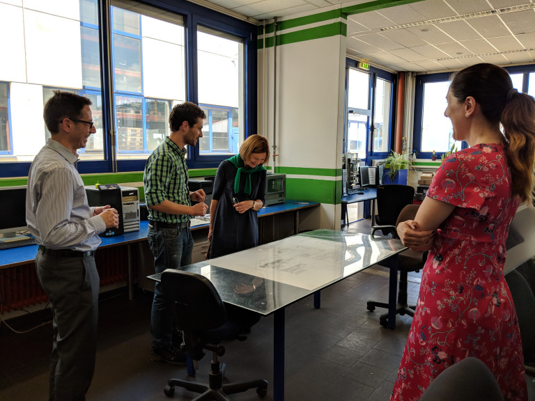 Margit Wild besucht die Firma Europoles in Neumarkt