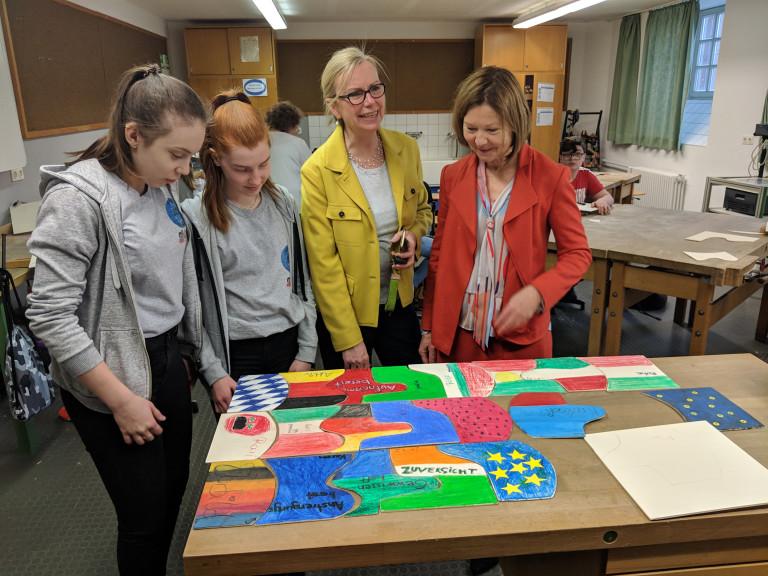 Wild besucht den Europatag der Pestalozzi-Mittelschule in Regensburg