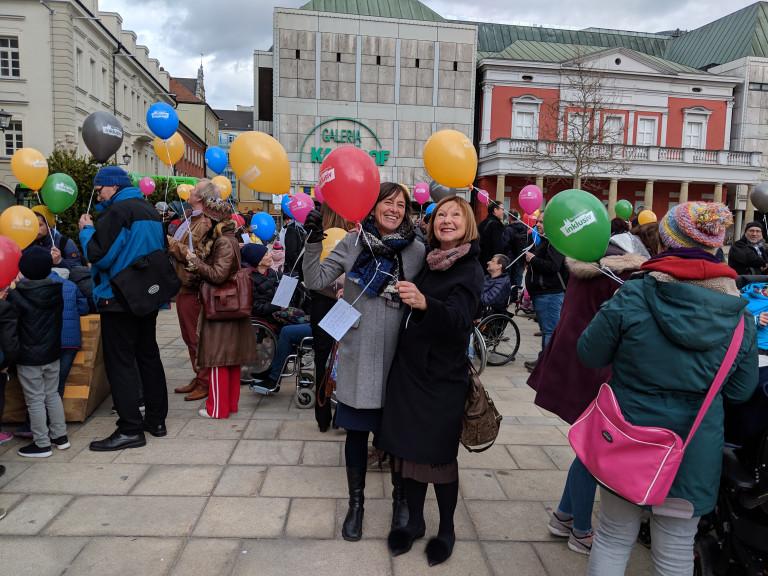 Margit Wild zusammen mit Stadträtin Dagmar Kick beim Flashmob