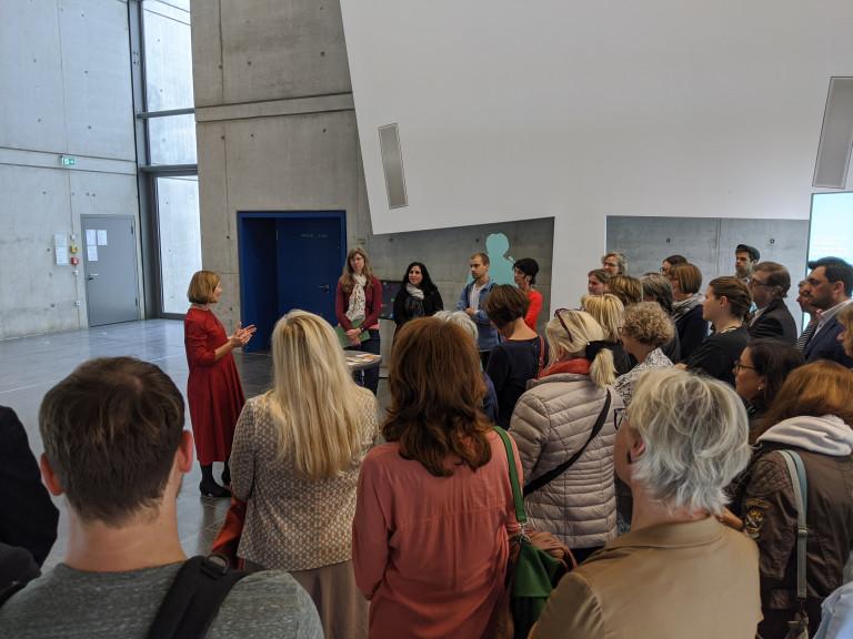 Margit Wild eröffnet die Ausstellung an der Ostbayerischen Technischen Hochschule