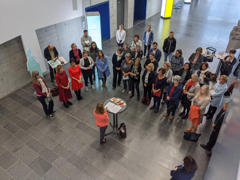 Professorin Neri-Ultsch führte in die Konzeption der Ausstellung ein